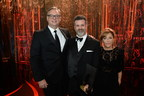 Michael Redhill is the winner of the 2017 Scotiabank Giller Prize, for his novel Bellevue Square, published by Doubleday Canada. (Pictured here left to right: John Doig, Chief Marketing Officer at Scotiabank, Michael Redhill, Winner of the 2017 Scotiabank Giller Prize, Elana Rabinovitch, Executive Director, Scotiabank Giller Prize) (CNW Group/Scotiabank)