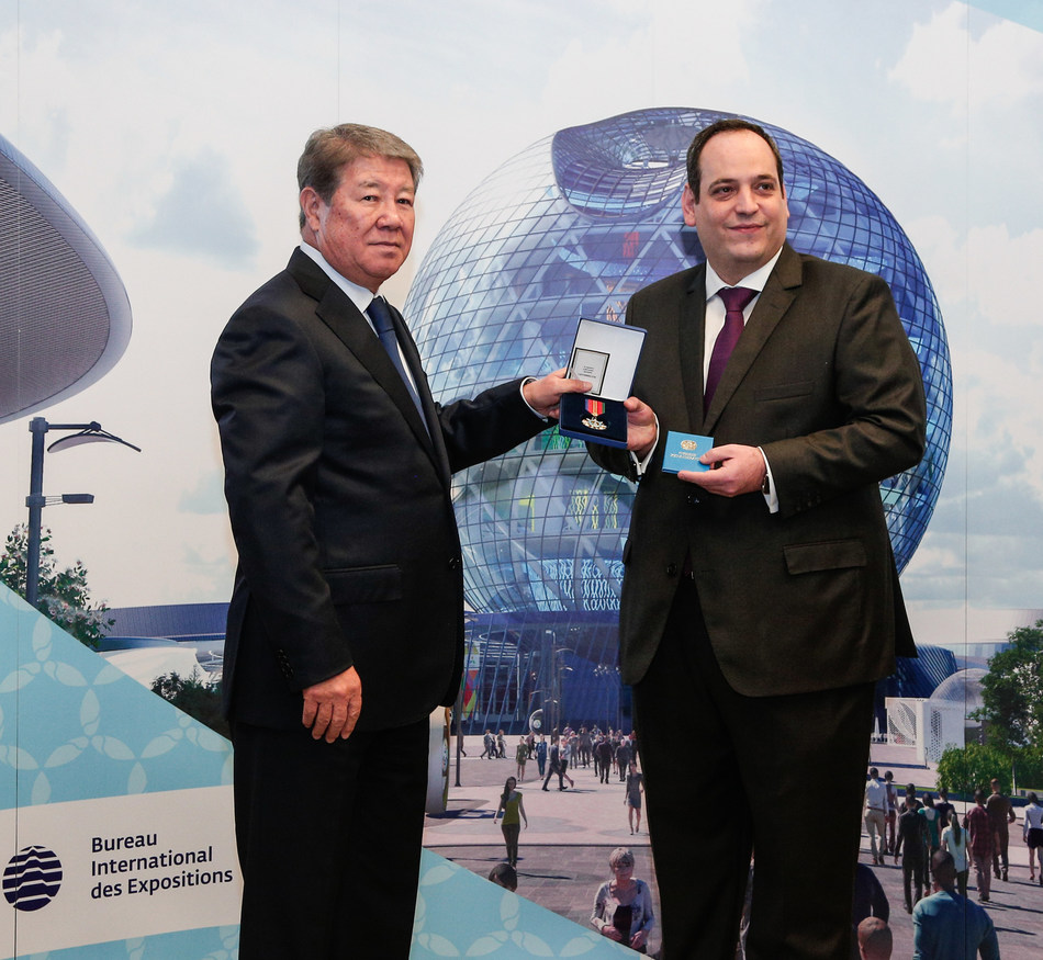 "Chairman of Astana EXPO 2017 Akhmetzhan Yessimov hands over the Order of Friendship to Dimitri Kerkentzes, Deputy Secretary General of the BIE (PRNewsfoto/National company ""Astana EXPO-20)"