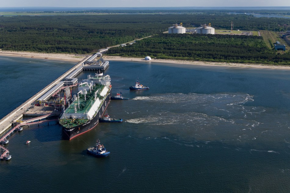 Poland received its first ever American LNG cargo in June 2017. It was a spot delivery.  In November 2017 Polish Oil and Gas Company (PGNiG) signed a mid-term contract for American LNG supplies to Poland on regular basis till 2022. (PRNewsfoto/PGNiG)