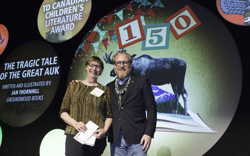 Alec Morley, Senior Vice President, Digital Channels, TD Bank Group, congratulates Canadian children's author Jan Thornhill as the winner of the 2017 TD Canadian Children's Literature Award for her book, The Tragic Tale of the Great Auk. As the winner, Thornhill will take home the top prize of $30,000 - one of the largest of its kind in Canadian children's literature - and title of the most distinguished children's book of the year. (CNW Group/TD Bank Group)