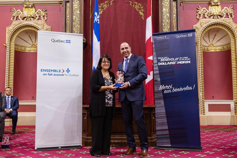 Félicitations à Mme Nicole Villeneuve, lauréate de la région de la Capitale-Nationale (Groupe CNW/Cabinet du ministre de l'Éducation, du Loisir et du Sport)