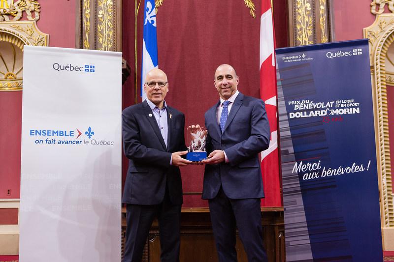 Félicitations à M. Carl Dalbec, lauréat de la région de Laval (Groupe CNW/Cabinet du ministre de l'Éducation, du Loisir et du Sport)