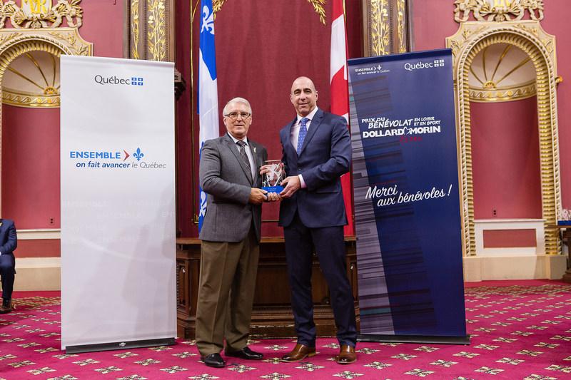 Félicitations aux lauréats de la région du Bas-Saint-Laurent, Mme Ariane Plourde et M. Yves Lévesque (Groupe CNW/Cabinet du ministre de l'Éducation, du Loisir et du Sport)