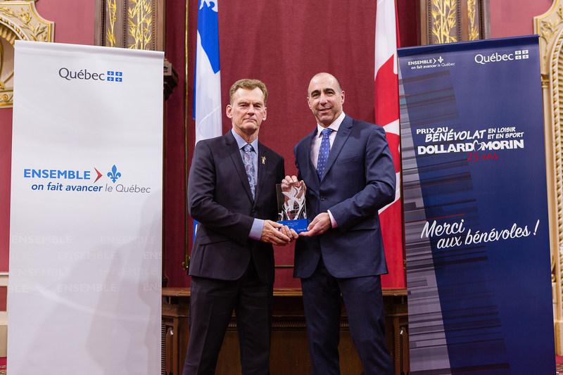Félicitations à M. Jean Pinard, lauréat de la région de l'Estrie (Groupe CNW/Cabinet du ministre de l'Éducation, du Loisir et du Sport)