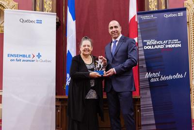 Félicitations aux lauréats de la région de Lanaudière, Mme Michelle Picard et la famille Cinq-Mars-Rodrigue (Groupe CNW/Cabinet du ministre de l'Éducation, du Loisir et du Sport)