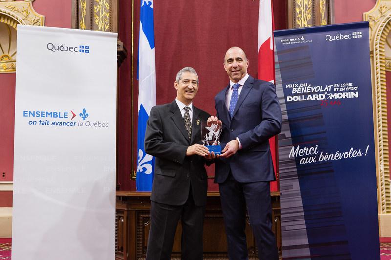 Félicitations aux lauréats de la région de Lanaudière, Mme Michelle Picard et la famille Cinq-Mars–Rodrigue (Groupe CNW/Cabinet du ministre de l'Éducation, du Loisir et du Sport)