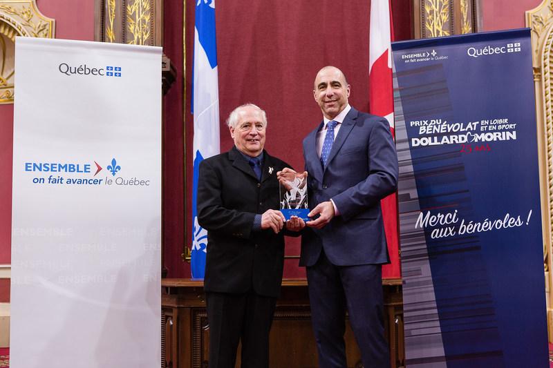 Félicitations à M. Robert Gingras, lauréat de la région de la Montérégie (Groupe CNW/Cabinet du ministre de l'Éducation, du Loisir et du Sport)
