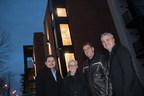 De gauche à droite : le maire Jean-Claude Boyer (St-Constant), Carole Handfield (Fonds immobilier de solidarité FTQ), Sylvain Grenon (Gestion Beau Toit) and François Huot (Fonds immobilier de solidarité FTQ) - Photographe : Denis Germain (Groupe CNW/Gestion Beau Toit)