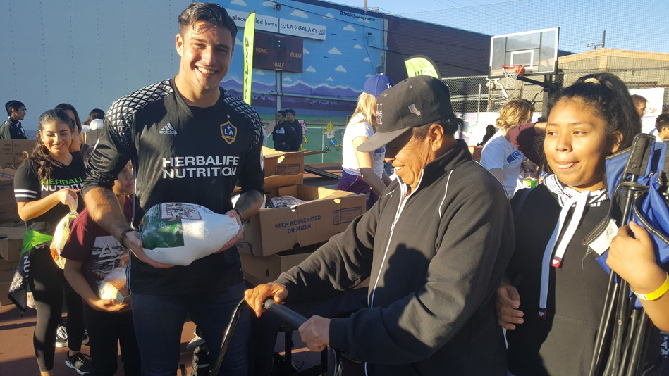 Helping Angelenos Enjoy a Healthier and Happier Thanksgiving, Herbalife® Nutrition Partners with the Union Rescue Mission and A Place Called Home to Distribute Turkey Dinners