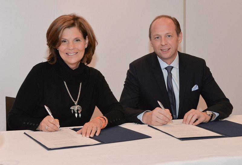 L'honorable Liza Frulla, C.P., C.M., O.Q., directrice générale de l'ITHQ et Antoine Leccia, président du Directoire (Groupe CNW/Institut de tourisme et d'hôtellerie du Québec)