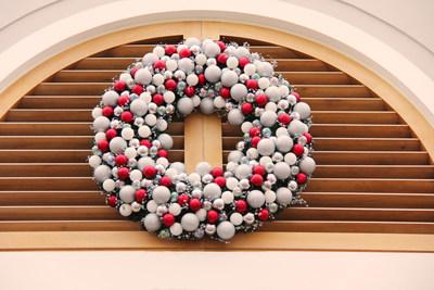 Promenade new holiday décor main entrance (CNW Group/Promenade)