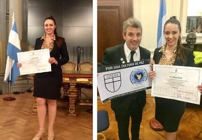 El Director de Acción de Paz Alejandro D'Alessandro, le entrega el diploma de honor a la Lic. Nancy Clara por parte del Honorable Senado de la Nación Argentina María Magdalena Odarda.