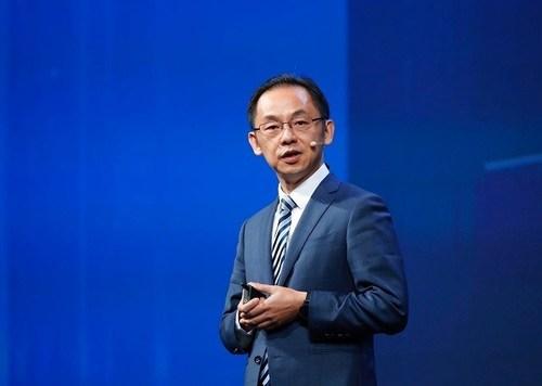 Ryan Ding delivering a keynote speech at the MBB Forum (PRNewsfoto/Huawei)