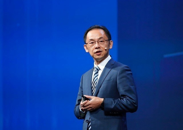 Ryan Ding delivering a keynote speech at the MBB Forum (PRNewsfoto/Huawei)