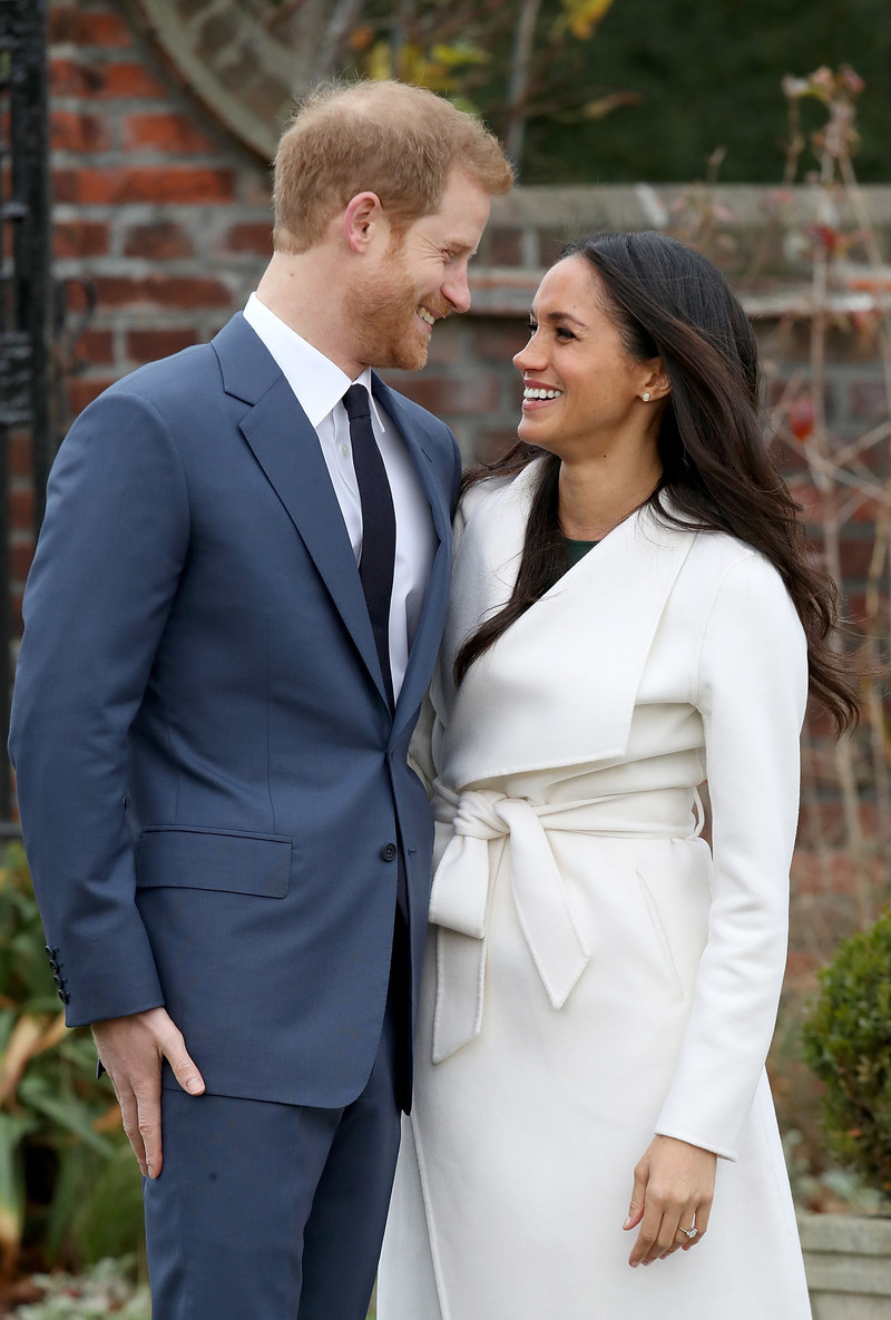 Meghan Markle chose to support Birks for her official engagement photo, wearing a pair of 18K yellow gold and opal earrings from Birks in the official announcement, taken outdoors, in the grounds at Kensington Palace in the U.K. (CNW Group/Birks Group Inc.)