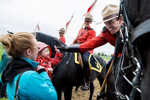 RCMP giving high fives to Canadians who helped raise $755,169 for charities during the Musical Ride Canada 150 tour. (CNW Group/Royal Canadian Mounted Police)