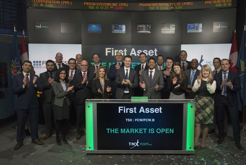 Rohit Mehta, President, First Asset, alongside Stephen Groff, Principal and Portfolio Manager, Cambridge Global Asset Management, joined Shaun McIver, Chief Client Officer, Equity Capital Markets, TMX Group, to open the market to launch First Asset Cambridge Global Dividend ETF (FCW/FCW.B). First Asset, a CI Financial Company, is a Canadian investment firm delivering a comprehensive suite of ETF solutions. FCW/FCW.B commenced trading on Toronto Stock Exchange on September 19, 2017. (CNW Group/TMX Group Limited)