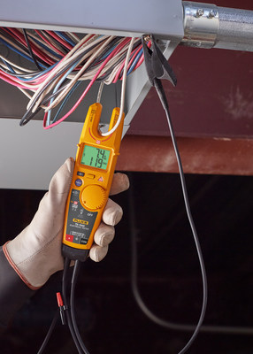 Fluke has now developed FieldSense technology that takes the open-fork, current-measuring functionality of its existing T5 Electrical Tester and adds ac voltage measurements. So now, electricians can use Fluke tools to take simultaneous voltage and current measurements — not just detection — without test leads.