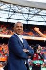 Le tirage au sort final s'approche : Hisense invite Ruud Gullit, légende du football, à prendre les rênes de ses réseaux sociaux (PRNewsfoto/Hisense)