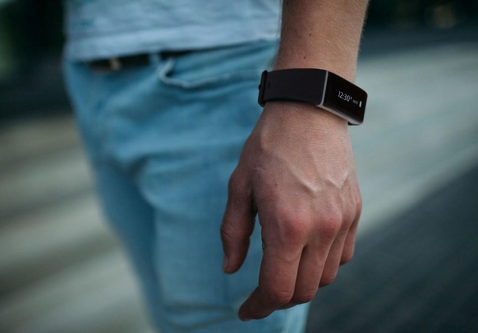 Bracelet ONETRAK C317 Pulse on the man`s hand (PRNewsfoto/ONETRAK)