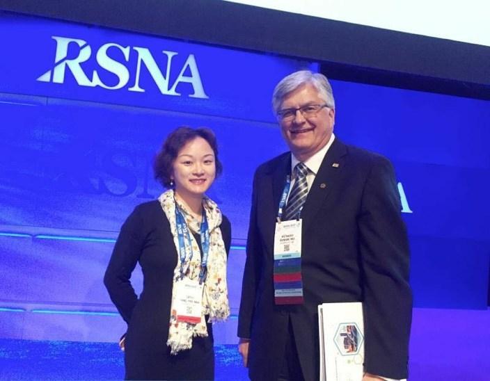 The president of RSNA Richard L. Ehman, MD with Dr. Fang Cong, the Vice President of YITU Tech (PRNewsfoto/YITU Tech)