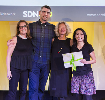 Bridgeable CEO Chris Ferguson and TELUS Director, Service Design, Innovation & Strategy Judy Mellett accept the 2017 Service Design Global Award for Best Commercial Project. (CNW Group/Bridgeable)