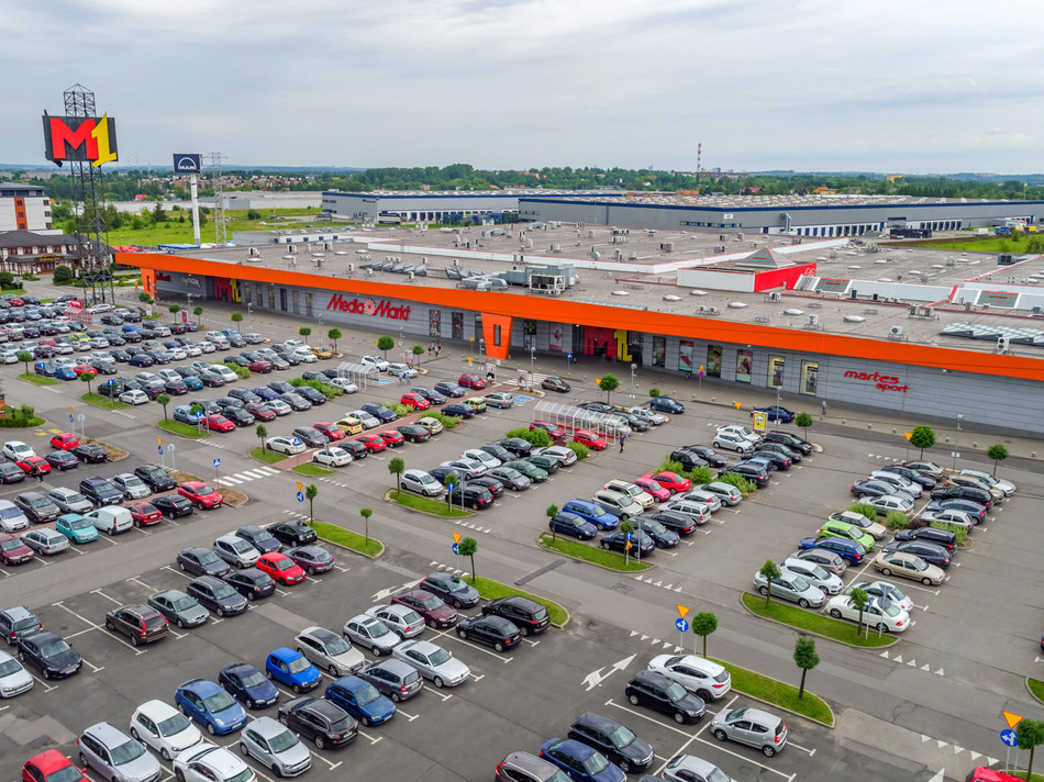 The M1 portfolio comprises 12 dominant retail properties with a total of 446,500 m² GLA and over 620 stores situated in densely populated catchments which are complementary to EPP's existing assets.