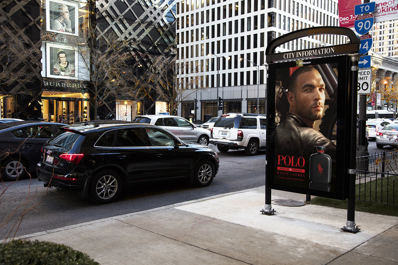86-inch Digital Advertising Panel on North Michigan Avenue in Chicago