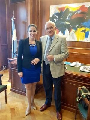 El Presidente de la Confederación Argentina de la Mediana Empresa Fabián Tarrío, recibe en su despacho, a la Lic. Nancy Clara, Directora de la Cámara de Comercio Argentina Americana de la Florida