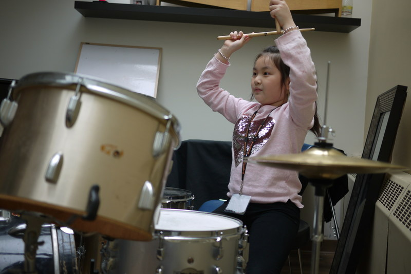 Girl taking part in Girls Rock Camp at Dixon Hall Music School. Girls Rock Camp is a non-profit organization that offers the camp free of charge through a partnership with Dixon Hall Music School. (CNW Group/Dixon Hall Neighbourhood Services)