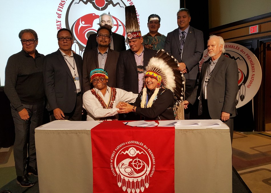 AFN National Chief Perry Bellegarde (right) and Domingo Paes from Ecuador (left) signed protocol to hold Chevron accountable for environmental damage in Ecuador at the AFN Special Chiefs Assembly in Ottawa, Ontario. (CNW Group/Assembly of First Nations)