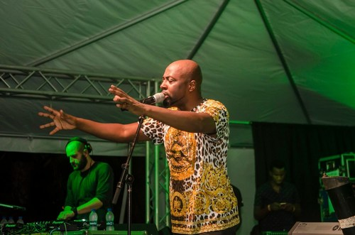 Wyclef Jean performing on stage at Jumby Bay in Antigua. (CNW Group/Global Citizen Forum)