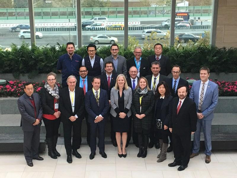 La ministre McKenna et les représentants des entreprises de la mission commerciale du Canada en Chine pour les technologies propres. (Groupe CNW/Environnement et Changement climatique Canada)