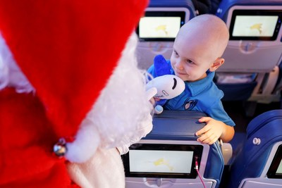 Flights in Search of Santa: a 13th edition filled with magic thanks to Air Transat and the Children's Wish Foundation (CNW Group/Transat A.T. Inc.)