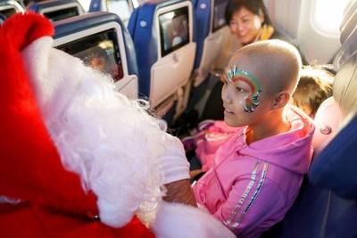 Envolez-vous à la recherche du père Noël : une 13e édition remplie de magie grâce à Air Transat et la Fondation Rêves d'enfants (Groupe CNW/Transat A.T. Inc.)