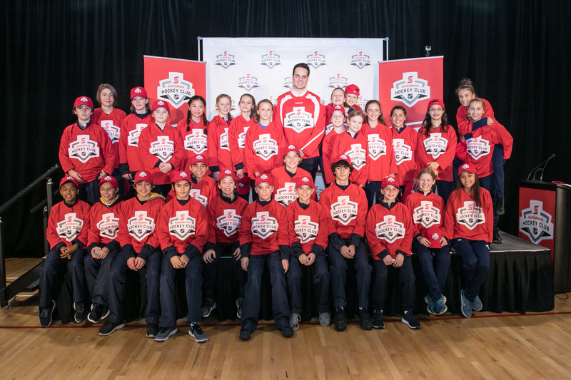 Auston Matthews was drafted today as a Scotiabank Teammate at the MLSE LaunchPad in downtown Toronto, alongside two Scotiabank sponsored kids' community hockey teams – the Toronto Titans AAA Peewee team and the Etobicoke Dolphins AA Peewee team. (Credit: Joel Nadel – Event Imaging) (CNW Group/Scotiabank)