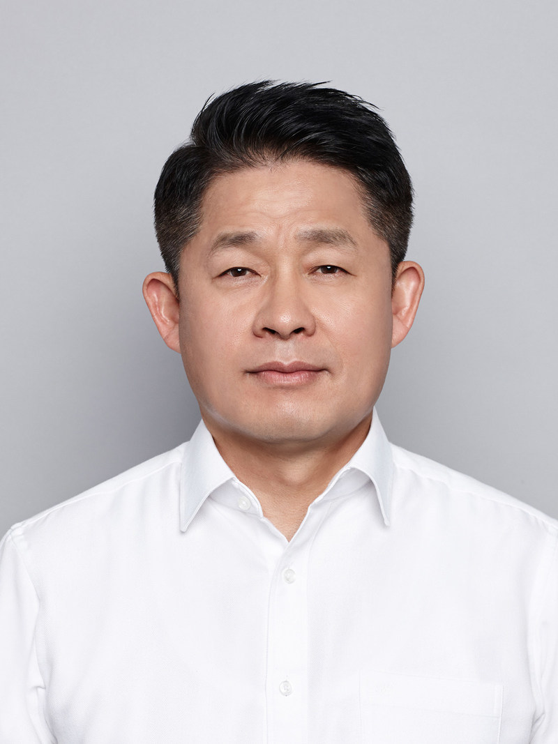 Hankook Tire appointed Soo Il Lee as President & CEO of Hankook Tire, effective January 1, 2018.