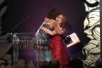 El evento Women of Worth, de L'Oréal Paris, celebra a 10 mujeres apasionadas que están creando un cambio positivo en sus comunidades; Shandra Woworuntu fue elegida Homenajeada Nacional 2017 y Gretchen Holt Witt fue galardonada con el premio Karen T.