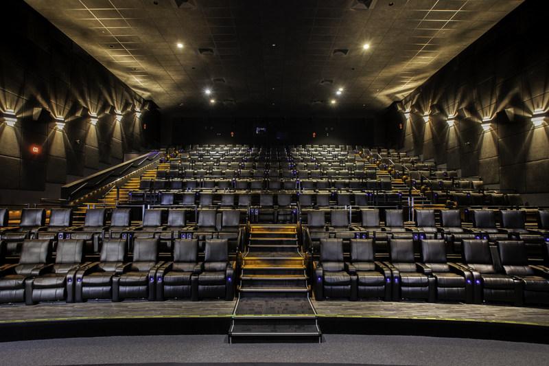Landmark Cinemas' recliner auditorium (CNW Group/Landmark Cinemas)
