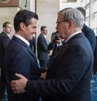 Le ministre de l'Agriculture, Lawrence MacAulay, en compagnie du président mexicain, Enrique Peña Nieto (Groupe CNW/Agriculture and Agri-Food Canada)