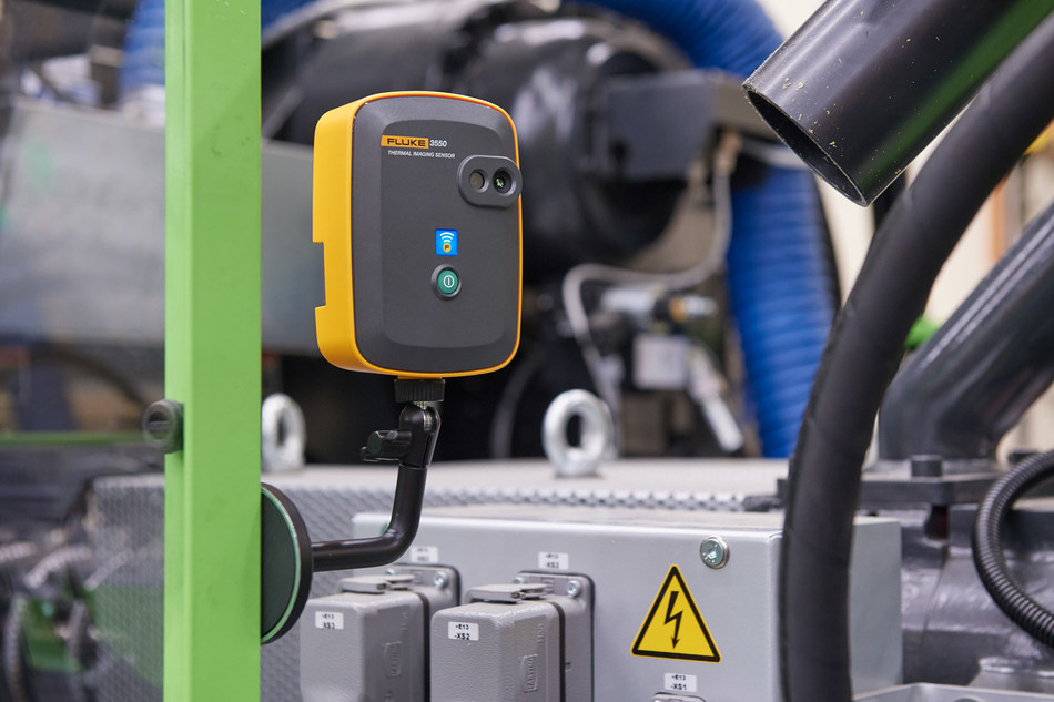 The Fluke 3550 FC Thermal Imaging Sensor is the first thermal imaging condition monitoring sensor to visualize thermal patterns on multiple assets. Alarms can be set to notify the user when the center-point temperature exceeds preset parameters. The sensor communicates directly with the Fluke Connect cloud for continuous streaming of thermal images, enabling managers to detect problems by visually inspecting sequential thermal images remotely.