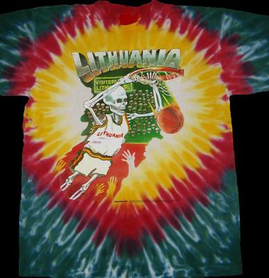 """Grego Spearso 1992 m. Sukurta lietuviška """"Tie Dye Skullman®"""" krepšinio uniforma visam laikui tapo lietuvių tautosakos dalimi.  Originalius """"Skullman"""" marškinėlius galite įsigyti www.skullman.com (1992 m. Autorių teisių ir prekės ženklo """"Greg Speirs"""" / licencijos išdavėjas).  (PRNewsfoto / Skullman.com)"""