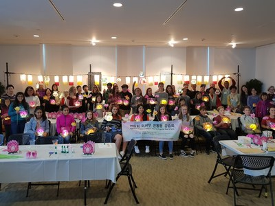 The Traditional Paper Lantern Workshop was Held on U.S. West Coast to Promote Lotus Lantern Festival (Yeon Deung Hoe)