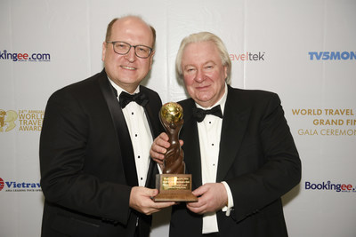 Mr. Alexander O. Wassermann (left), General Manager of InterContinental Grand Stanford Hong Kong, together with Mr. Graham Cooke (right), President & Founder of World Travel Awards