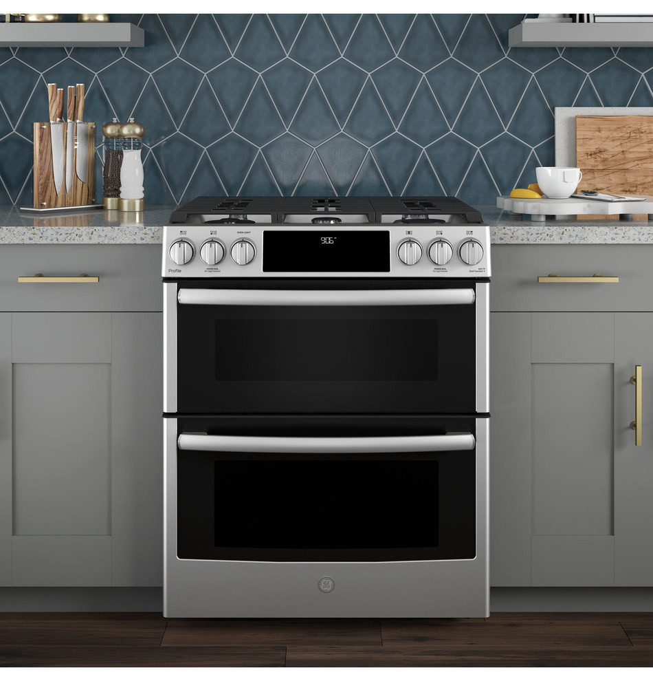 The new GE Profile™ Slide-in Front Control Gas Range - part of a full-suite of new WiFi Connect appliances from the brand - works seamlessly with voice assistants and the GE Kitchen app, allowing you to pre-heat your oven using your voice or check if you've left it on while you're out. (CNW Group/GE Appliances)
