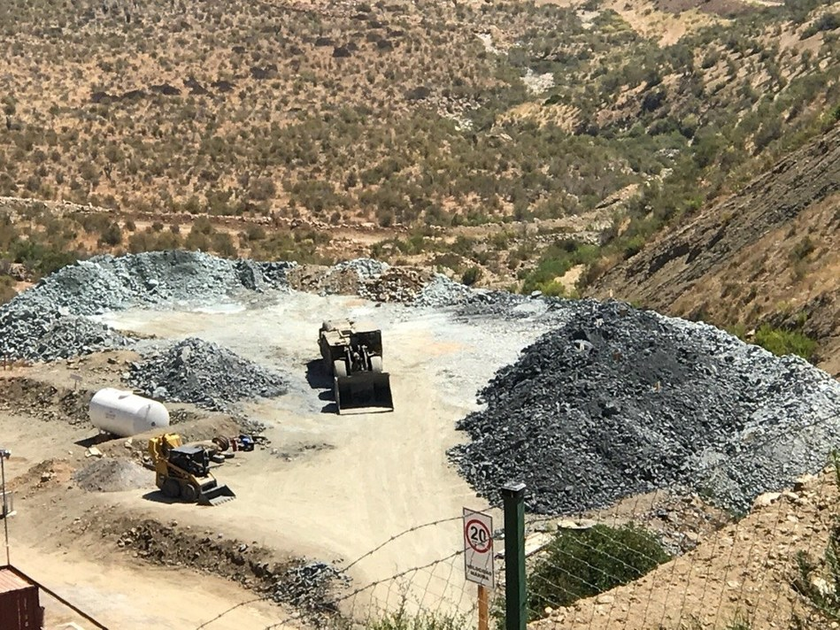 Stockpile of mineralized vein material at Farellon (CNW Group/Altiplano Minerals)