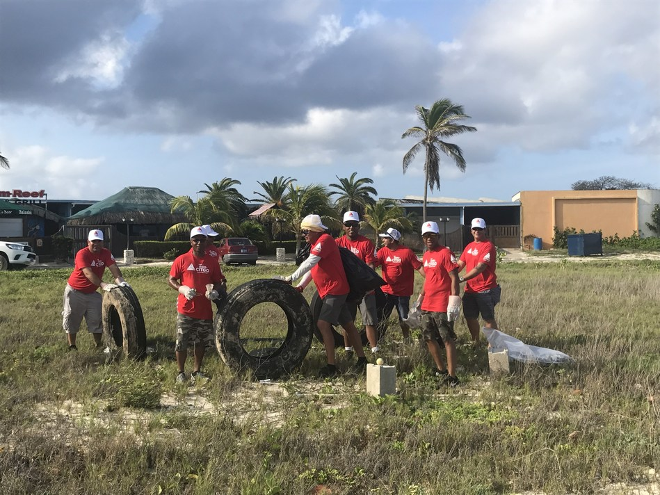 95 TeamCITGO volunteers participated in the annual Aruba Hotel and Tourism Association (AHTA) Beach Cleanup.