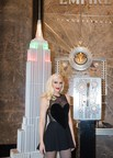 Empire State Building et iHeartMedia donnent un avant-goût de Noël avec leur spectacle son et lumière mettant en vedette Gwen Stefani qui interprétera son tube « You Make it Feel Like Christmas »