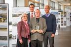 Dr. Michel Allard, récipiendaire du Prix de la Famille Weston assorti d'une bourse de 100 000$ pour les réalisations de toute une vie dans le domaine des recherches nordiques (Groupe CNW/The W. Garfield Weston Foundation)