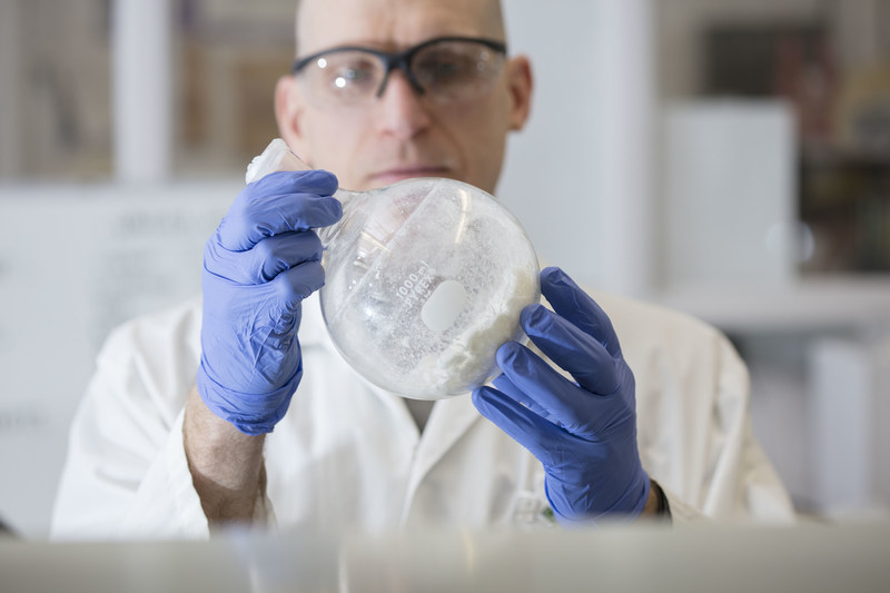 An NRC glycochemistry expert observes polysaccharides isolated from the Hia bacterium. (CNW Group/National Research Council Canada)